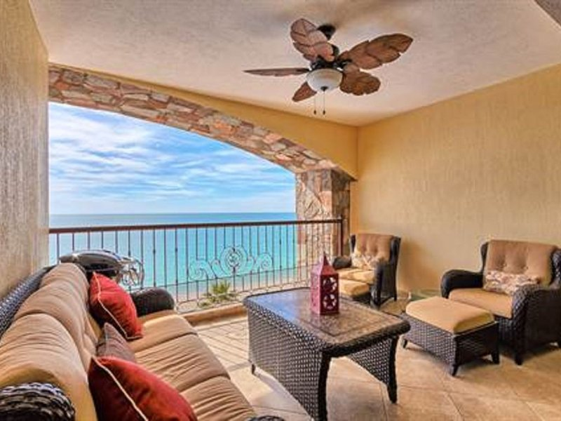 Beachfront Luxury Condominium, My Happy Place!, casa vacanza a Puerto Penasco