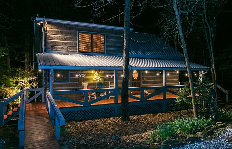 Holly Branch Hideaway - Cozy log home close to everything in the N GA Mountians, vacation rental in Blue Ridge