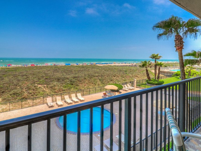 Your South Padre Island Beachfront Home Away from Home � 7 Nights with 6 Paid, vacation rental in Port Isabel