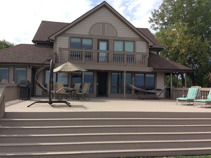 4 Bedroom Family Friendly Home on Lake Erie, holiday rental in Toledo