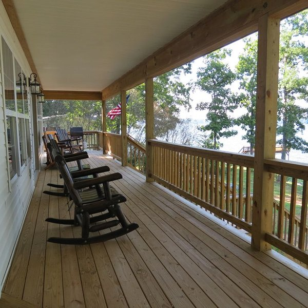 Off-Season Get Away to fish right off the dock or enjoy the great internet!, holiday rental in Vaughan