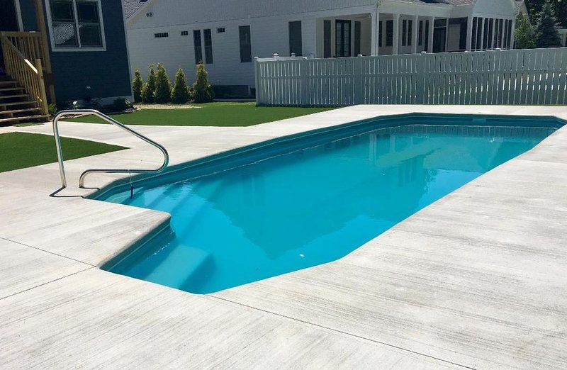 5 bdrm new construction private pool, sand volleyball & bocce courts & fire pit, location de vacances à South Haven