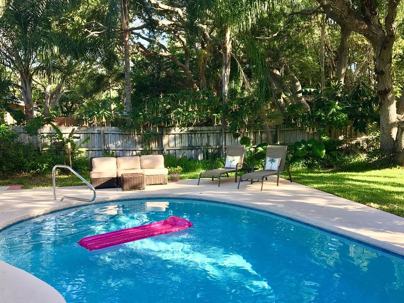 Relaxing Beach House: Walk to Beach w/ Swimming Pool #Daytona2017 'SeasTheDayFL', holiday rental in Daytona Beach