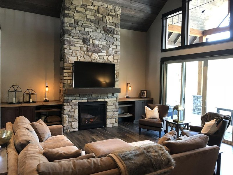 5 BR Suncadia estate w/ outdoor fire pit on golf course, holiday rental in South Cle Elum