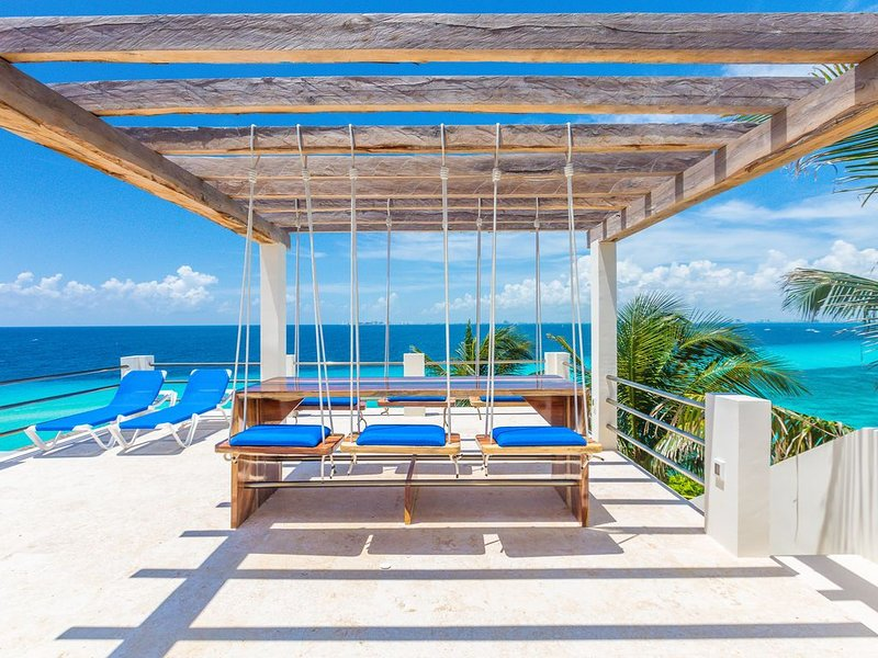Breathtaking Ocean and Cancun Views!, holiday rental in Isla Mujeres