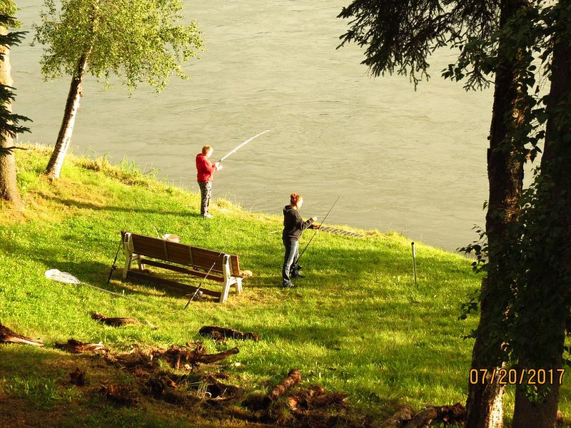 Private fishing on the Kenai in Soldotna!!! Walk to everything., alquiler de vacaciones en Soldotna