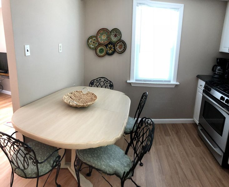 Summer and Fall Rental 2, 1.5 blocks to Boardwalk and Convention Center, WIFI, vacation rental in Wildwood