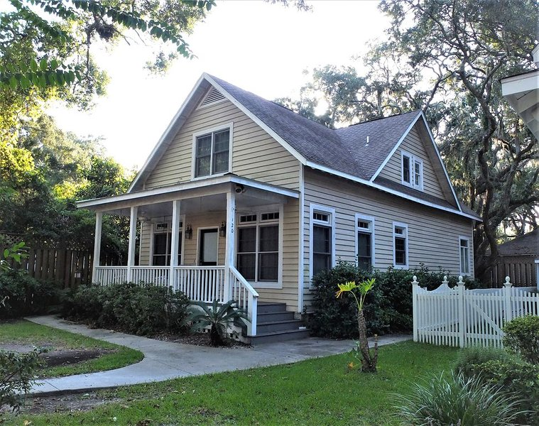 Charming Cottage near the Village, holiday rental in Saint Simons Island