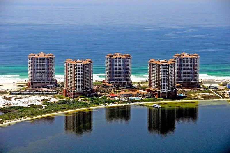 Portofino Resort & Spa -Gulf View/Beautiful Unit  a Must See!!, alquiler de vacaciones en Pensacola Beach