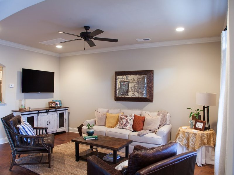 Newest Luxury Condos in Oxford, holiday rental in Oxford