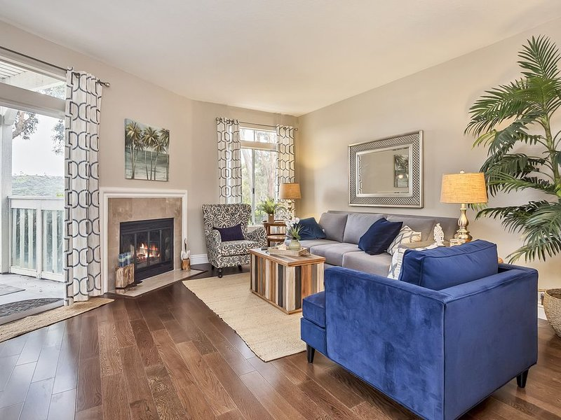 New Listing - Beautiful Condo - 1 mile from the beach!, holiday rental in Laguna Beach