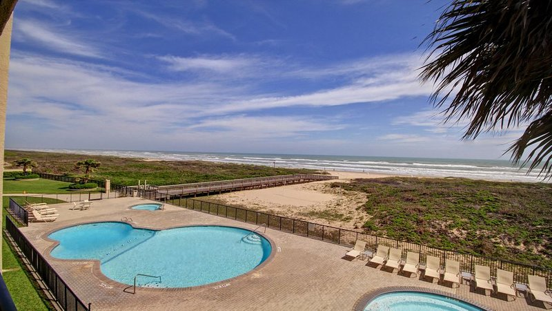 5 star rated - Gorgeous outdoor living space with wrap around balcony, vacation rental in Port Isabel