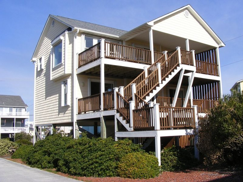 Comfortable, family friendly, pet friendly oasis steps from the beach, holiday rental in Surf City