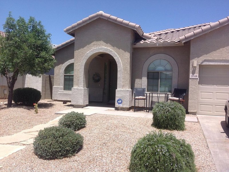 Comfortable, classy,, spacious home now booking for the 2017 season., alquiler vacacional en Queen Creek