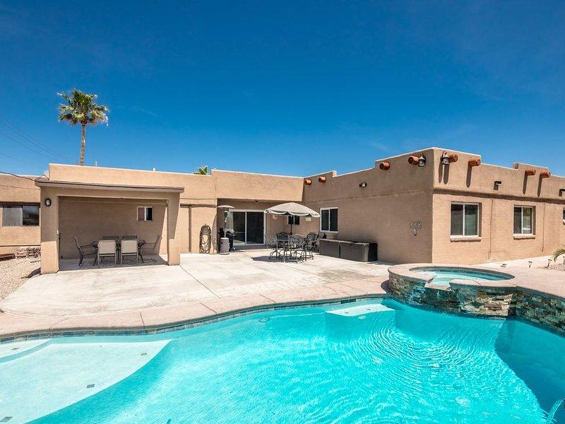 Lake views, Pool/Spa, 4 Bedroom, 2.5 bath with 2 King size Bedrooms, casa vacanza a Lake Havasu City