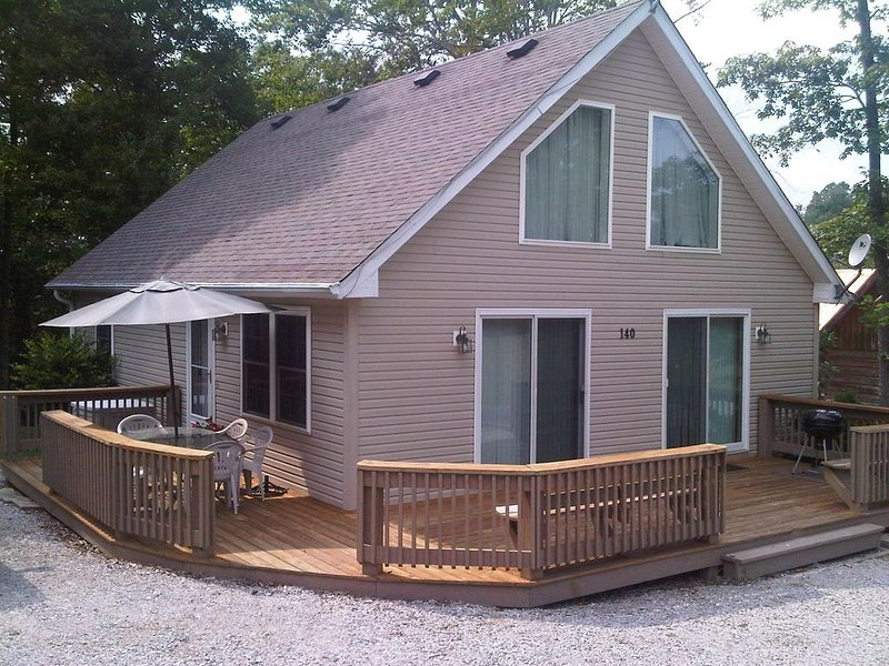 Charming 'J's Chalet' * Dale Hollow Lake (Sulphur Creek Marina), vacation rental in Albany
