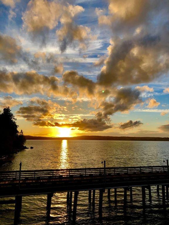 Pouvez-vous croire nos couchers de soleil! J'adore ça ici!