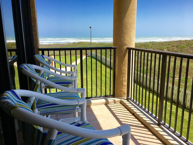 2 Bedroom Condo Overlooking the Gulf of Mexico & the Beach Park (Schlitterbahn), vacation rental in Port Isabel