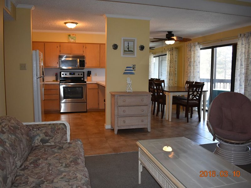 Spacious Bayside 2 Bedroom/2 Bath Condo With Olympic Size Pool - Sleeps 6, alquiler de vacaciones en Ocean City