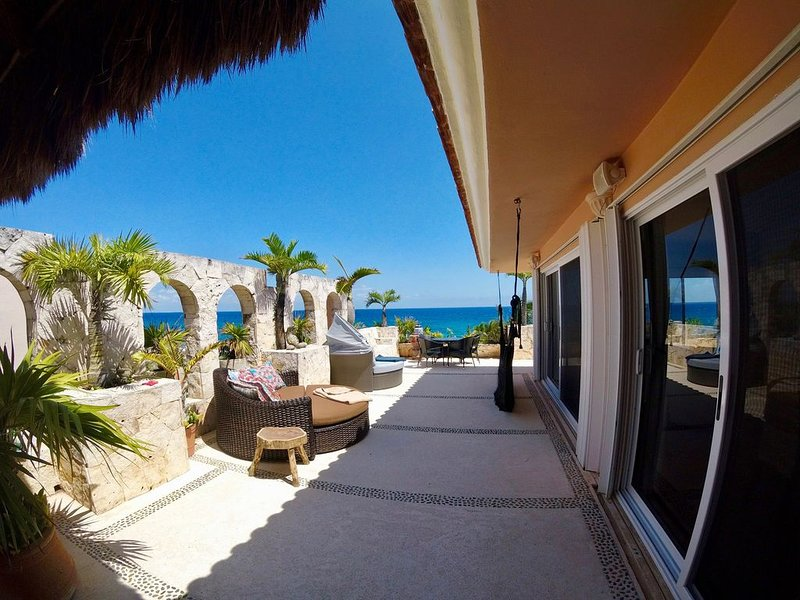 ONE OF A KIND... OCEAN FRONT 3 BR-PENTHOUSE, Ferienwohnung in Puerto Aventuras