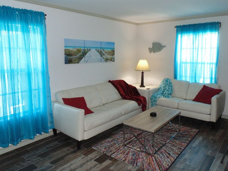 Mid-Island Cool & Cozy Condo with 'Keyless' Entry & Free WiFi, vacation rental in Port Isabel
