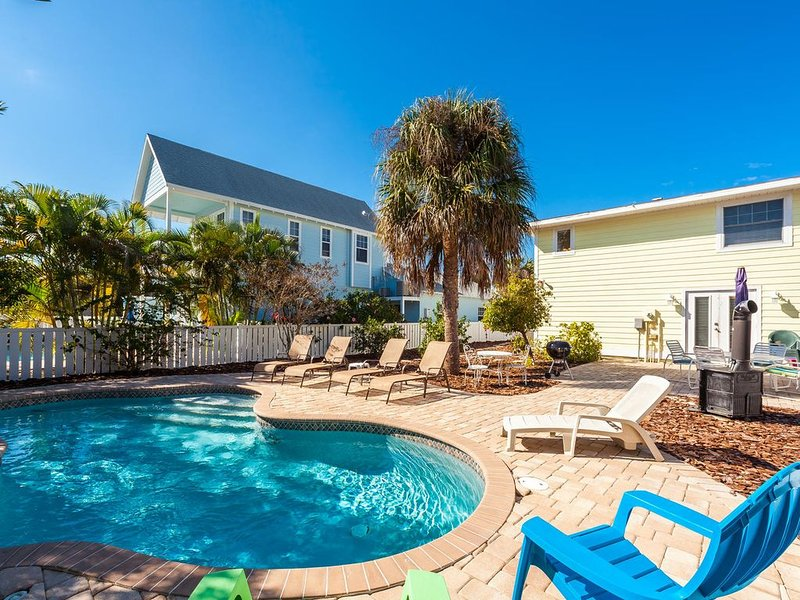 Perfect Location!! 3 BED, 2BA on North Side between Beach and Anna Maria Pier, vacation rental in Anna Maria