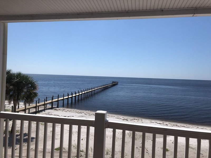 Panoramic View! Couple Luxury/King/Gourmet Kitchen/Balcony/Pier/Fun! 11.15-1.27, alquiler de vacaciones en Carrabelle
