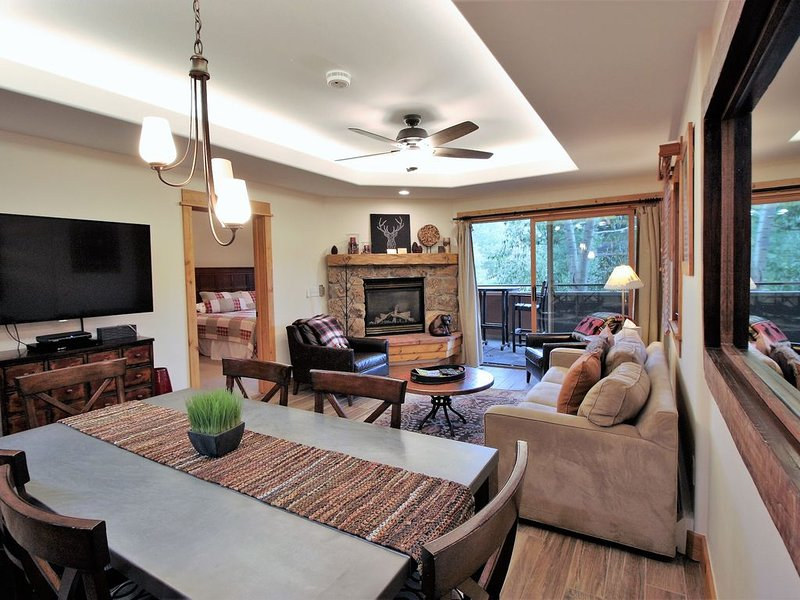 The perfect condo for families - bunkbeds, walk to the slopes, mountain views, vacation rental in Steamboat Springs