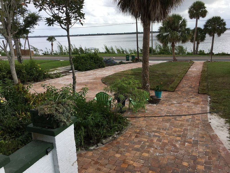 Historic Strong Haven a Southern Gem on Indian River -, location de vacances à Viera