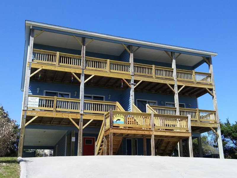 Ocean View, EASY beach access, close to shopping!, alquiler de vacaciones en Emerald Isle