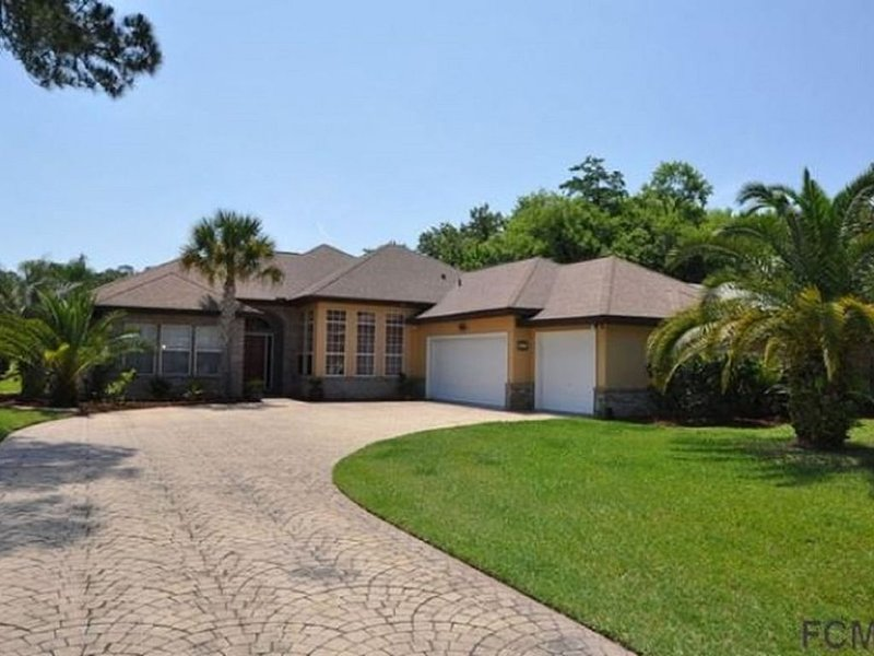 LAKEFRONT POOL HOME WITH SPA - GORGEOUS VIEWS - PET FRIENDLY, alquiler de vacaciones en Palm Coast