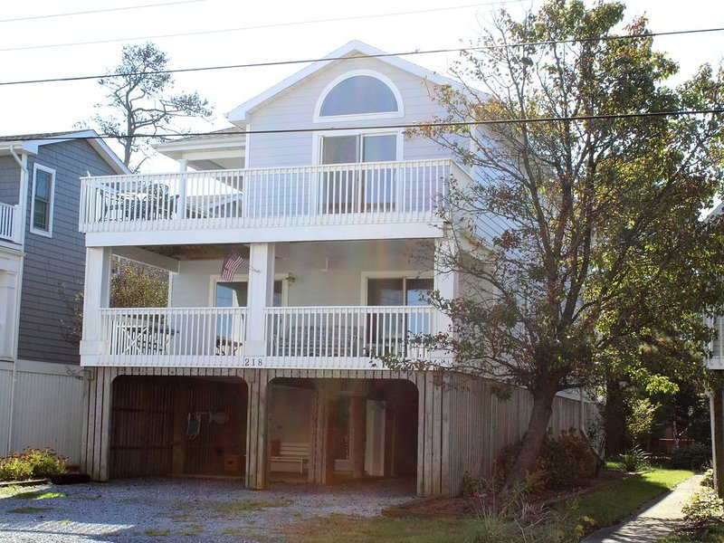 Exceptionally located Bethany Beachside Vacation Home. Easy Walk to Beach!, holiday rental in Bethany Beach