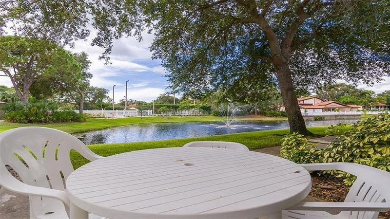 Fabulous View of Pool/Pond! Minutes to Beaches & Dining SPECIAL $80/nite Rates!!, holiday rental in Bradenton