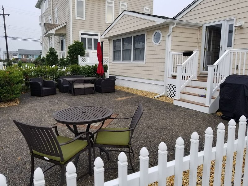 Clean & Updated  - ONE Block from Beach  ❤�, holiday rental in Brigantine