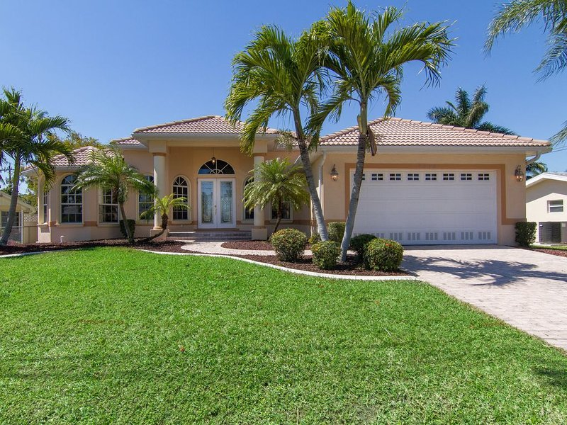 Leisure living in the Yacht Club, one of Cape Coral's most desirable locations, location de vacances à Cape Coral