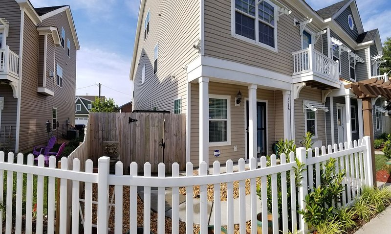 Beach Home - 5 Minutes /2 Blocks Walk To Virginia Beach Oceanfront & Boardwalks., alquiler de vacaciones en Virginia Beach