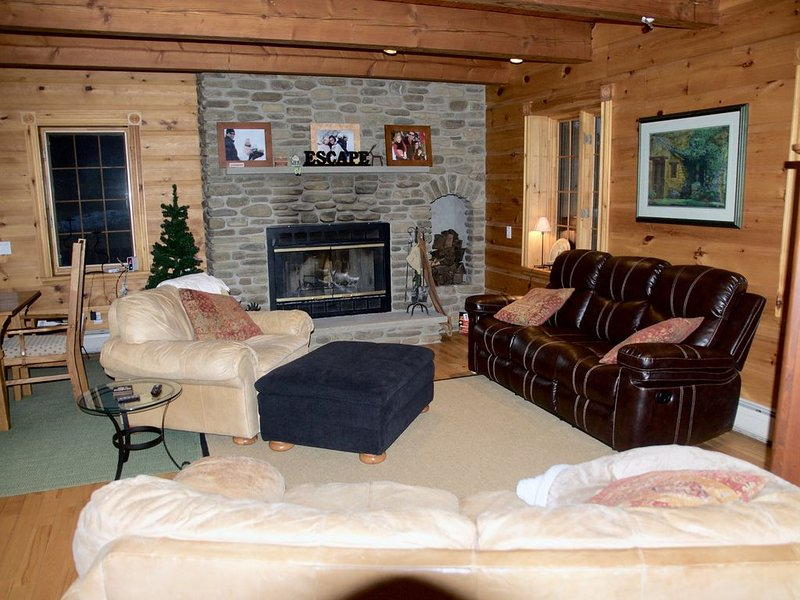 Escape - Log Style Cozy Ski Chalet - Walking Distance To Town, Ferienwohnung in Little Valley