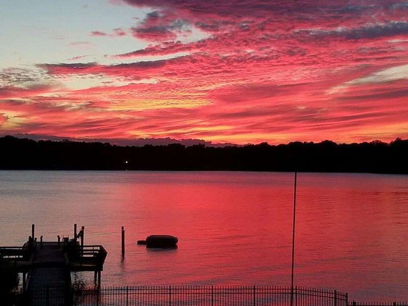 Avez-vous déjà vu un coucher de soleil comme ça?