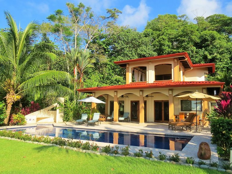 OCEANVIEW IN PRIMARY RAINFOREST! 3 MASTERS! GATED. PRIVATE RIVER AND WATERFALLS. – semesterbostad i Platanares