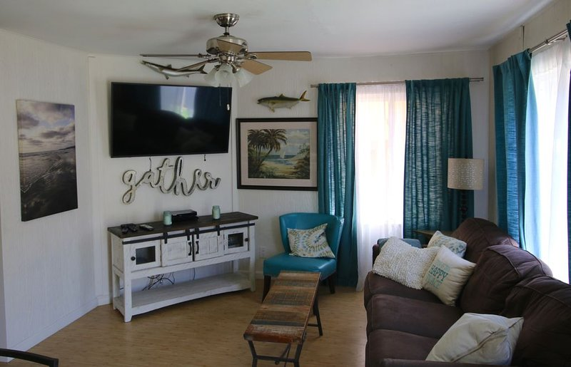 Surf Side Cottage! 70 steps to sand!, holiday rental in San Diego