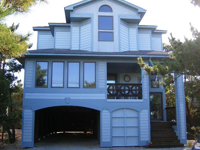 Beautiful Oceanside Family Home on Barnegat Light's Best Street, holiday rental in Barnegat Light