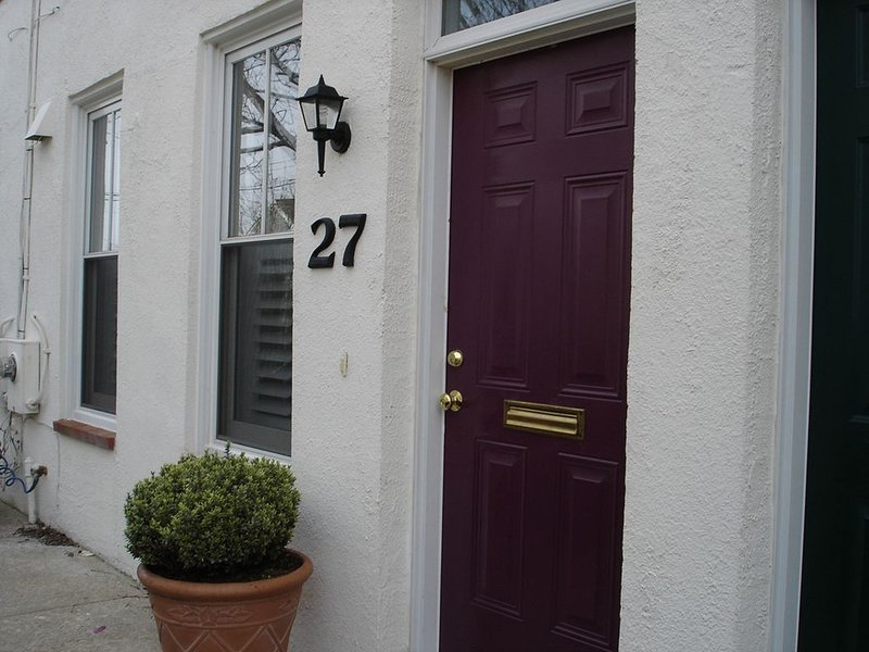 Walk everywhere . . .just minutes to historic Annapolis,  Updated., vacation rental in Annapolis