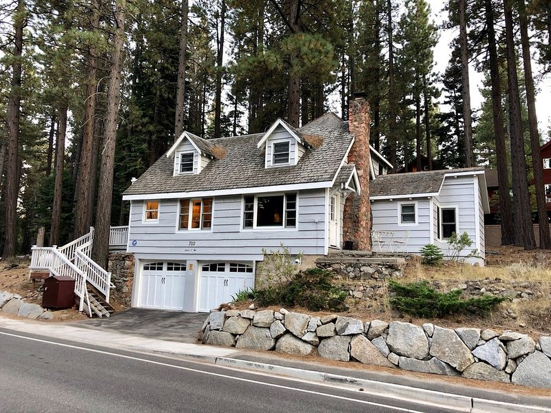 Charming And Cozy 3 Bdrm/2 Ba Cottage Near Ski Resorts, vacation rental in South Lake Tahoe