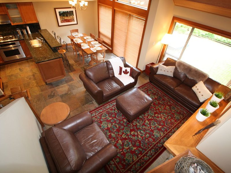 Best Whistler Village executive FOUR bedroom townhome w/ private hot tub!, vacation rental in Whistler