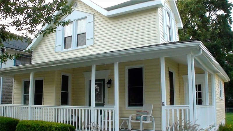 BeachWalk Cottage  - Charm by the Chesapeake Bay., alquiler vacacional en Broomes Island
