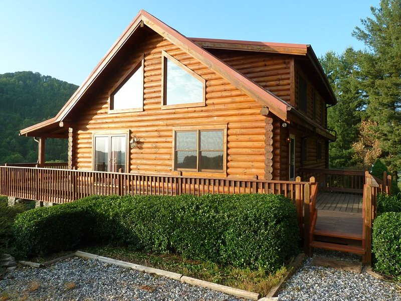 Asheville Mountain Log Cabin, holiday rental in Leicester