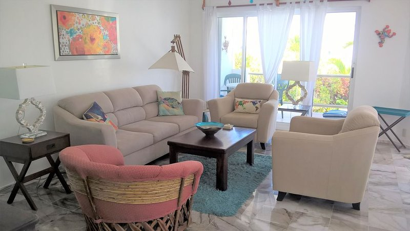 2 Bdrm: Great Oceanview Condo: Gated 13 Units W/Pool: Only Steps To Beach, holiday rental in Puerto Morelos