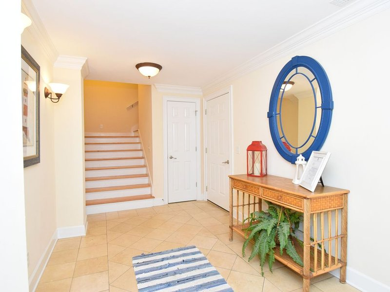 Beautifully Townhouse Just Steps Away from Beach and Pier, holiday rental in Tybee Island