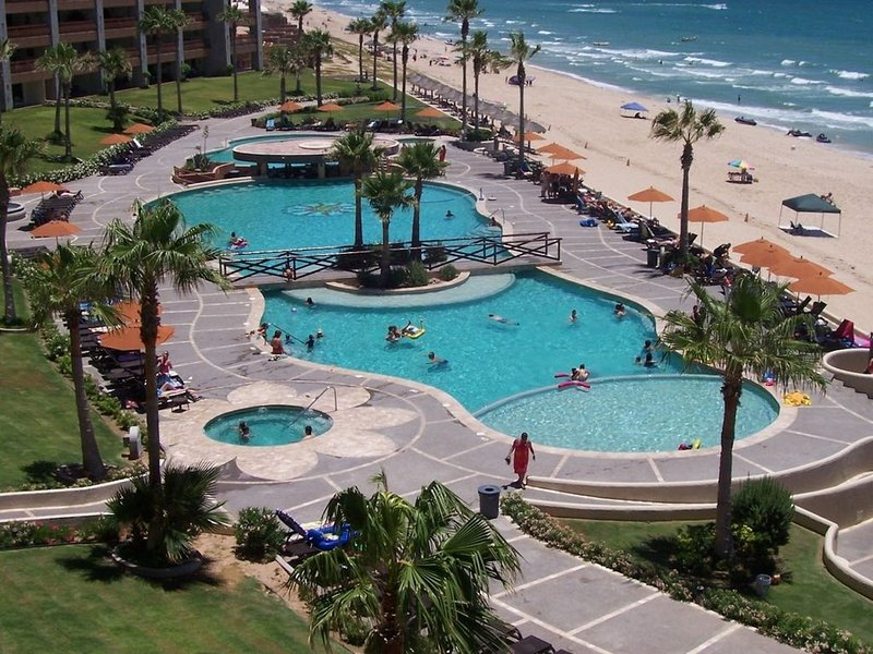 **PREMIUM REMODELED 2 BEDROOM UNIT WITH ALL THE EXTRAS** Sonoran Sun 402 west, casa vacanza a Puerto Penasco