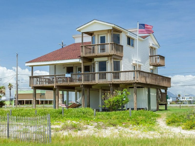 Footprints, fabulous 4/3 beachfront home, perfect for multiple families., casa vacanza a Jamaica Beach
